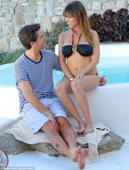 Kourtney-Kardashian-Scott-Disick-Greece-2013-The-Jasmine-Brand