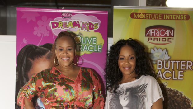 [Photos] Gospel Celebs 'Mary, Mary' Hit Chicago For 'A Mother's Love' Event