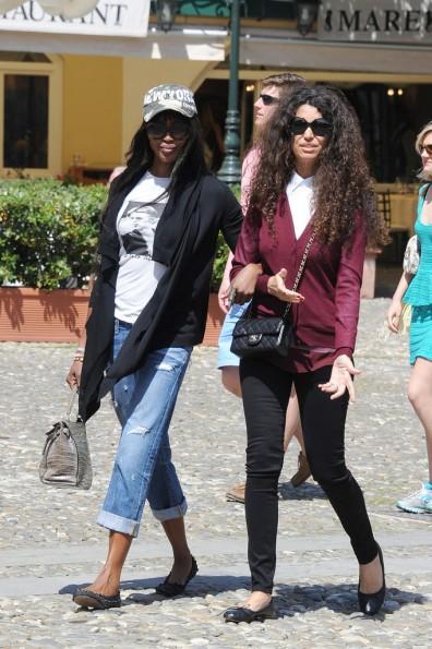 Naomi-Campbell-Vacation(2)-The-Jasmine-Brand.jpg