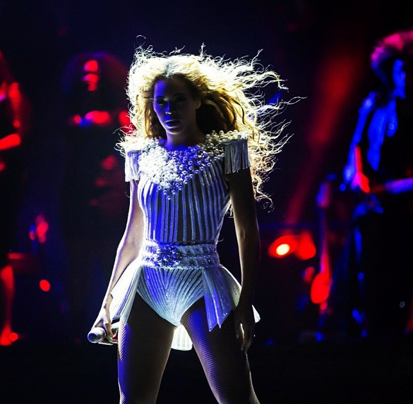 [WATCH]: Fan Slaps Beyonce On The Booty During Concert, 'I Will Have You Escorted Outta Here'
