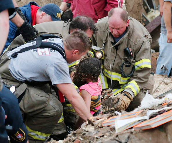 [Photos] 24 People Killed, Including 9 Children In Devestating Oklahoma Tornado