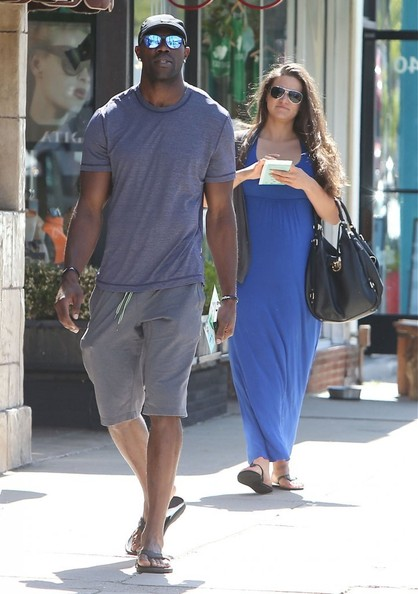 Terrell-Owens-Shopping-2013-The-Jasmine-Brand