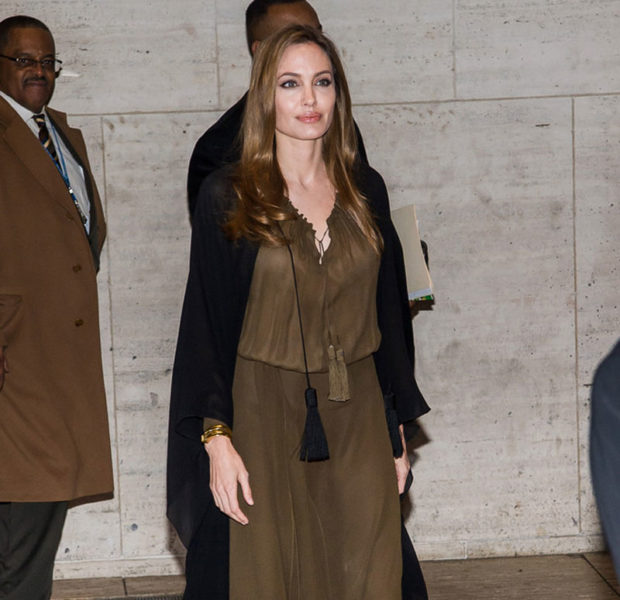 Angelina Jolie Removes Both Breasts to Prevent Breast Cancer