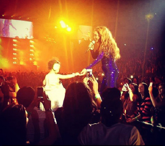 beyonce-brings blue ivy on stage-mrs carter show-the jasmine brand