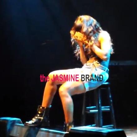 [WATCH] Kelly Rowland Breaks Down In Tears, As She Sings 'Dirty Laundry' For DC Crowd