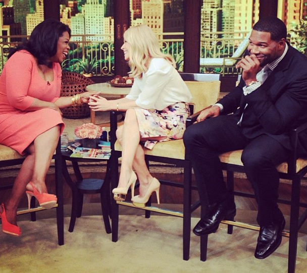 [WATCH] Oprah Makes Surprise Visit On 'Live With Kelly & Michael'