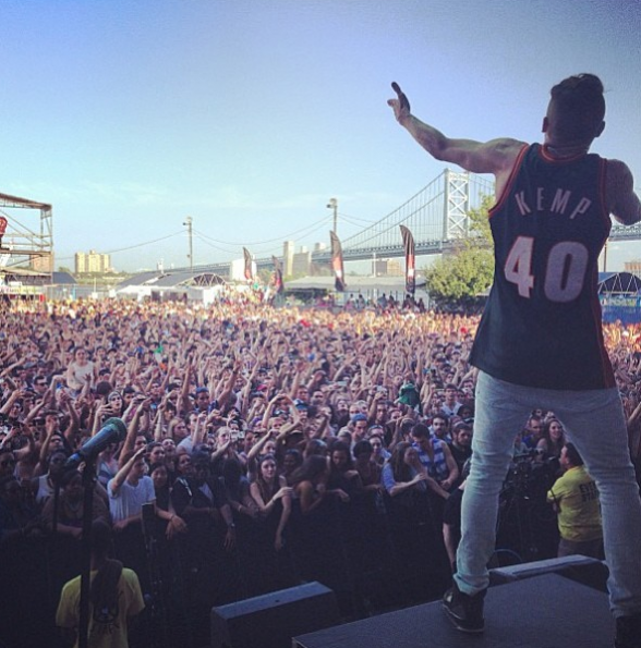 Macklemore-Performing-The-Roots-Picnic-2013-The-Jasmine-Brand