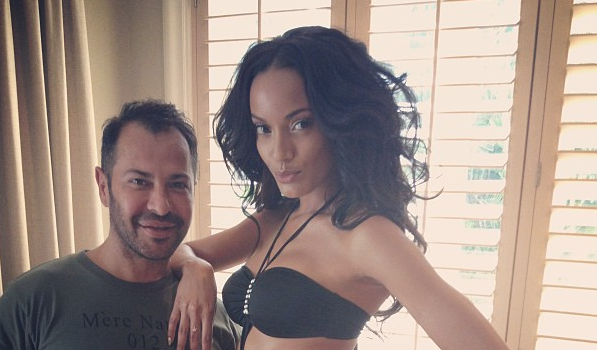 Selita Ebanks Is Still Flawless, Rihanna Still Shows Butt Cheeks + More Celeb Stalking