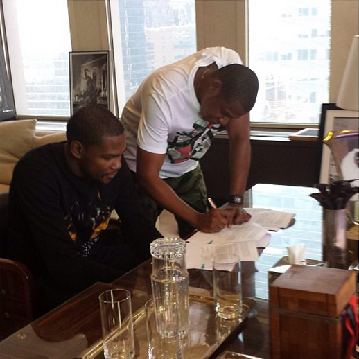 [Photo] Jay-Z Signs First NBA Baller, Kevin Durant, to Roc Nation Sports