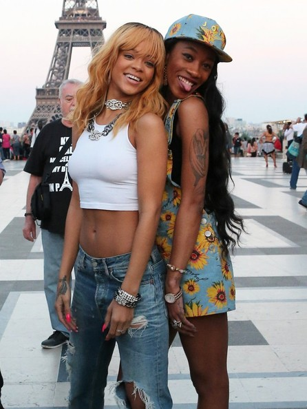 bff-melissa forde-Rihanna Takes Touristy Pictures at the Eiffel Tower