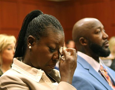 [VIDEO] TrayVon Martins Mother Cries In Court + Zimmerman's Attorney Tells 'Knock-Knock' Joke