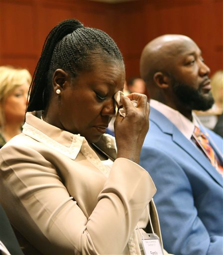 [VIDEO] TrayVon Martins Mother Cries In Court + Zimmerman's Attorney Tells 'Knock-Knock' Joke