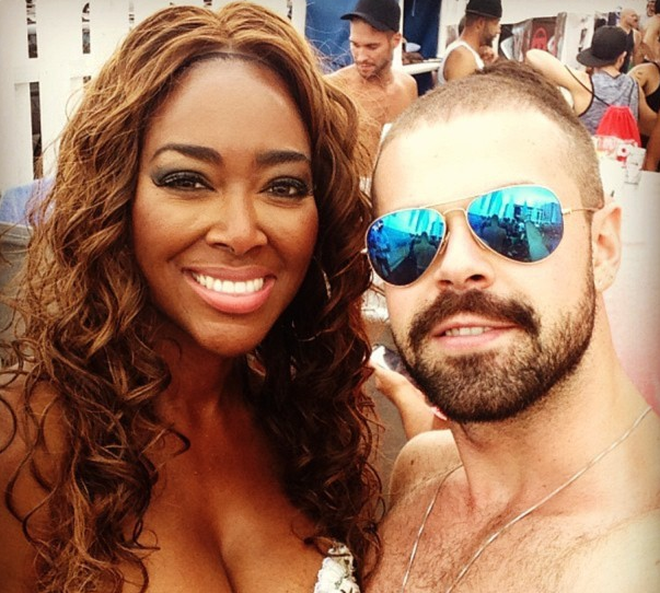 Kenya Moore Goes Beachin', Beyonce Chats With Jesus + Gabrielle Union Goes Blonde