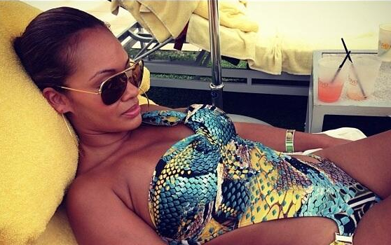 Evelyn Lozada Prays to the Sun God, 'Scandal' Cast Goes #Selfie Crazy + Amber Rose's Belated Bachelorette Party
