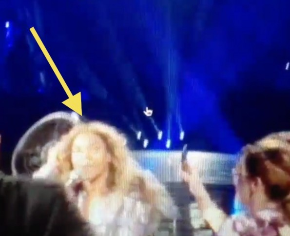b-beyonces hair caught in fan-the jasmine brand