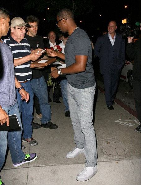 b-chris paul-celebrates signing-boa steakhouse 2013-the jasmine brand