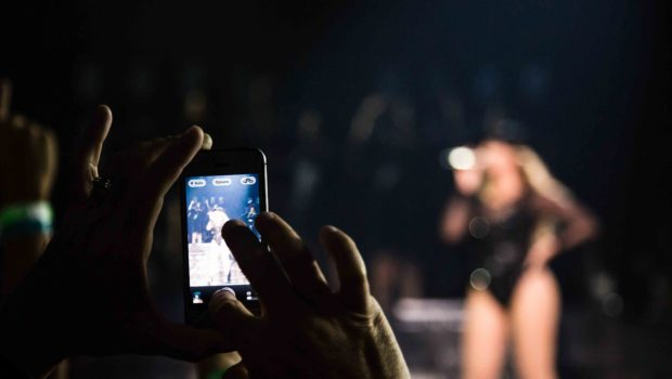 [VIDEO] Beyonce Tells Atlanta Concert Goer 'Put That Damn Camera Down'