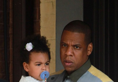 [Photos] Blue Ivy, Beyonce & Jay-Z Swarmed by Fans And Paparazzi In Toronto