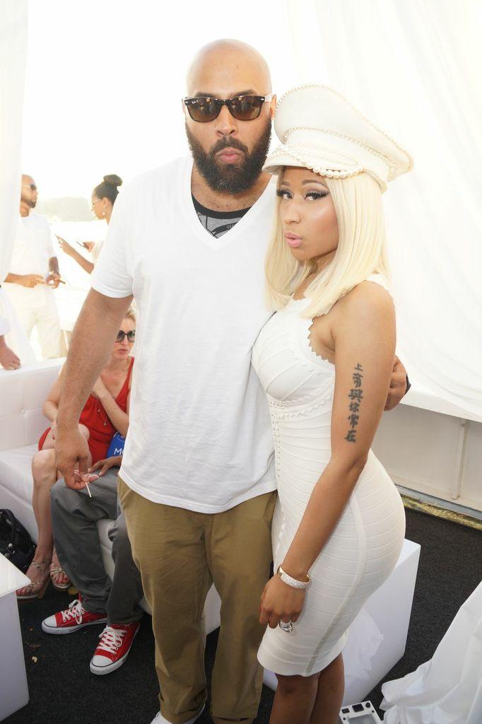Nicki Minaj Boyfriend [photos] nicki minaj throws Drake Kissing Lil Wayne On Stage