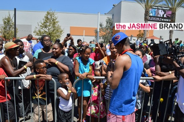 Nick-Cannon-Autographs-third-Annual-Back-To-School-2013-The-Jasmine-Brand