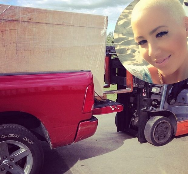 It Takes A Village & A Forklift! Amber Rose Gears Up for Pittsburgh Wedding, Christina Milian's Thigh Gets Inked Up + Lenny Kravitz Snaps Selfie With Trinidad James