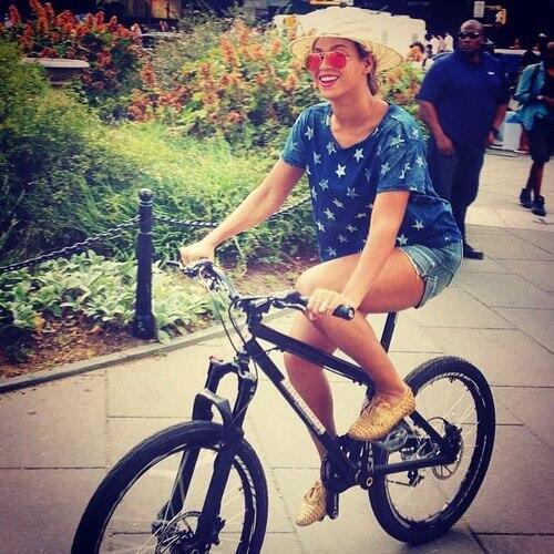 beyonce-bikes to brooklyn show-the jasmine brand