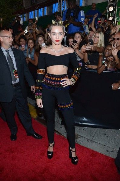 miley cyrus-mtv vma 2013 red carpet-the jasmine brand
