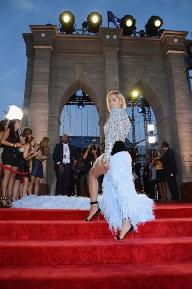 rita ora-red carpet-mtv vma-side 2013-the jasmine brand