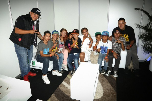 Beyoncé-with the children from 'Hip Hop Kolacho-school in Colombia-the jasmine brand