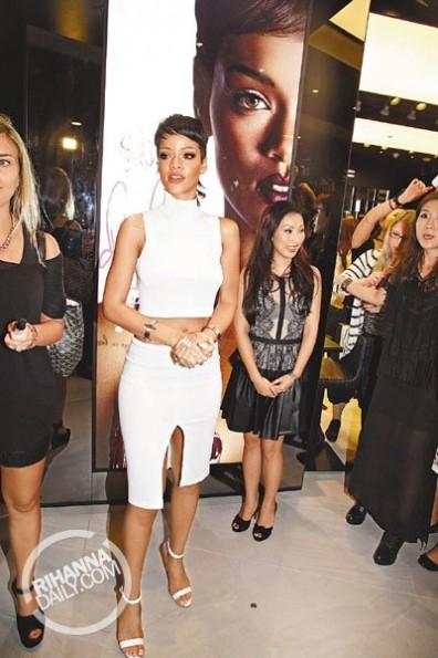 Rihanna-Hong-Kong-MAC-Cosmetics-Launch-2013-3-The-Jasmine-Brand