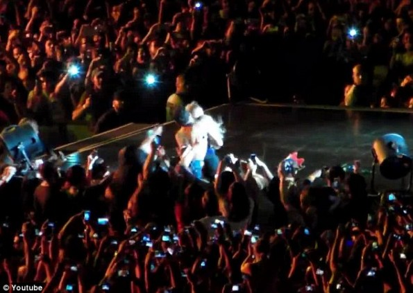 beyonce-pulled off stage at brazil concert-by fan-the jasmine brand