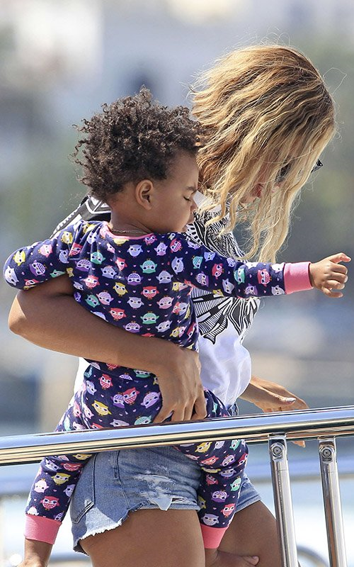 blue ivy-ibiza with beyonce-hair-the jasmine brand