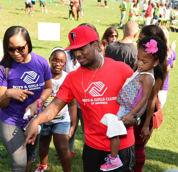 [Photos] NeYo, Ex-Fiance Monyetta Shaw & Kids Have Family Day At Boys Girls Club