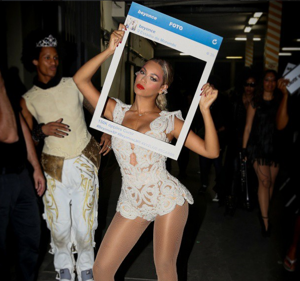 Beyonce's Freeze Frame, The Game Gets His Jesus On, Sanaa Lathan and Nia Long Serve Smiles + More Celeb Stalking