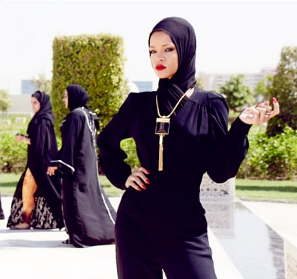 Covered From Head to Toe, Rihanna Rocks Muslim Garb For Abu Dhabi Mosque Shoot