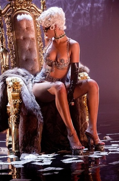 e-rihanna-pour it up video-the jasmine brand