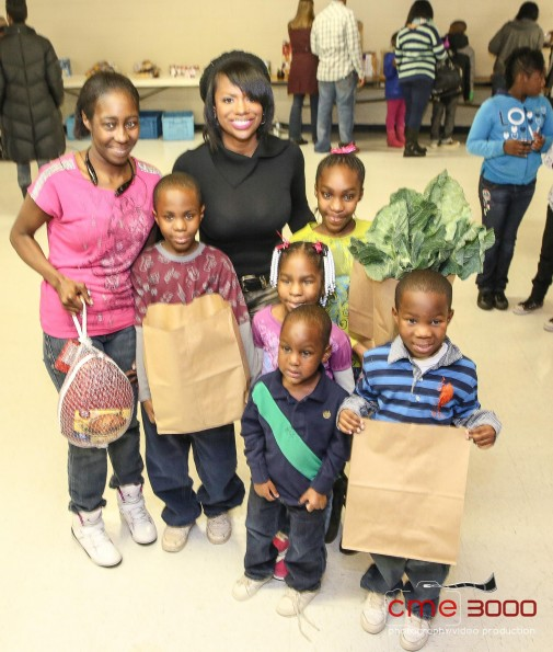 family-kandi kares-feed the needy-thanksgiving 2013-the jasmine brand