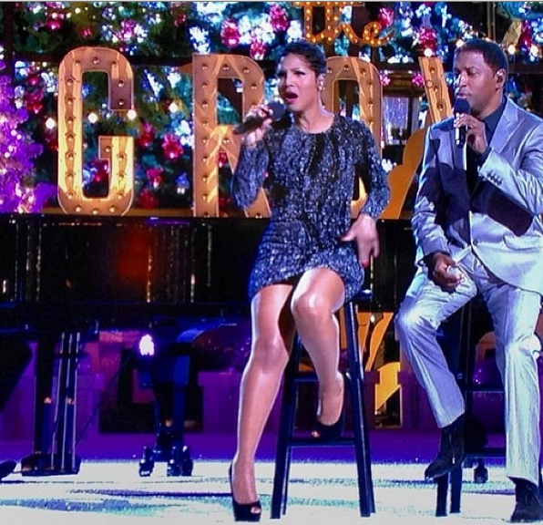 toni braxton-babyface-perform-tree lightin-christmas as the grove-the jasmine brand