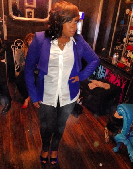 Amber-Riley-Rocking-A-Blue-Blazer-Crushed-Velvet-Pump-The Jasmine Brand