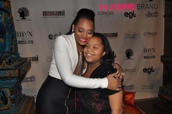 Yandy hugs Mona's daughter-the jasmine brand