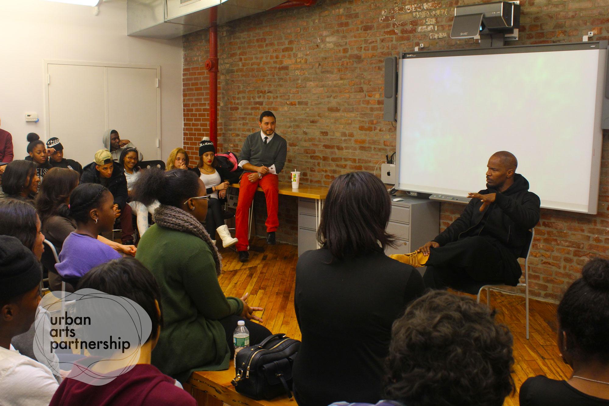a-jamie foxx-rosie perez-speaks to students-urban arts partnership-the jasmine brand