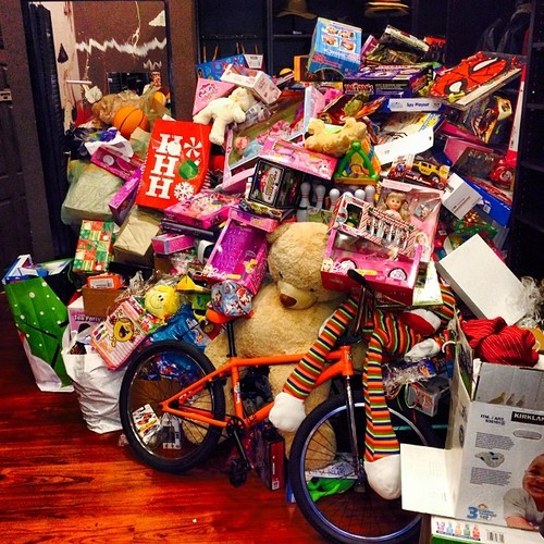 b-chris brown-la toy drive-brooklyn project-the jasmine brand