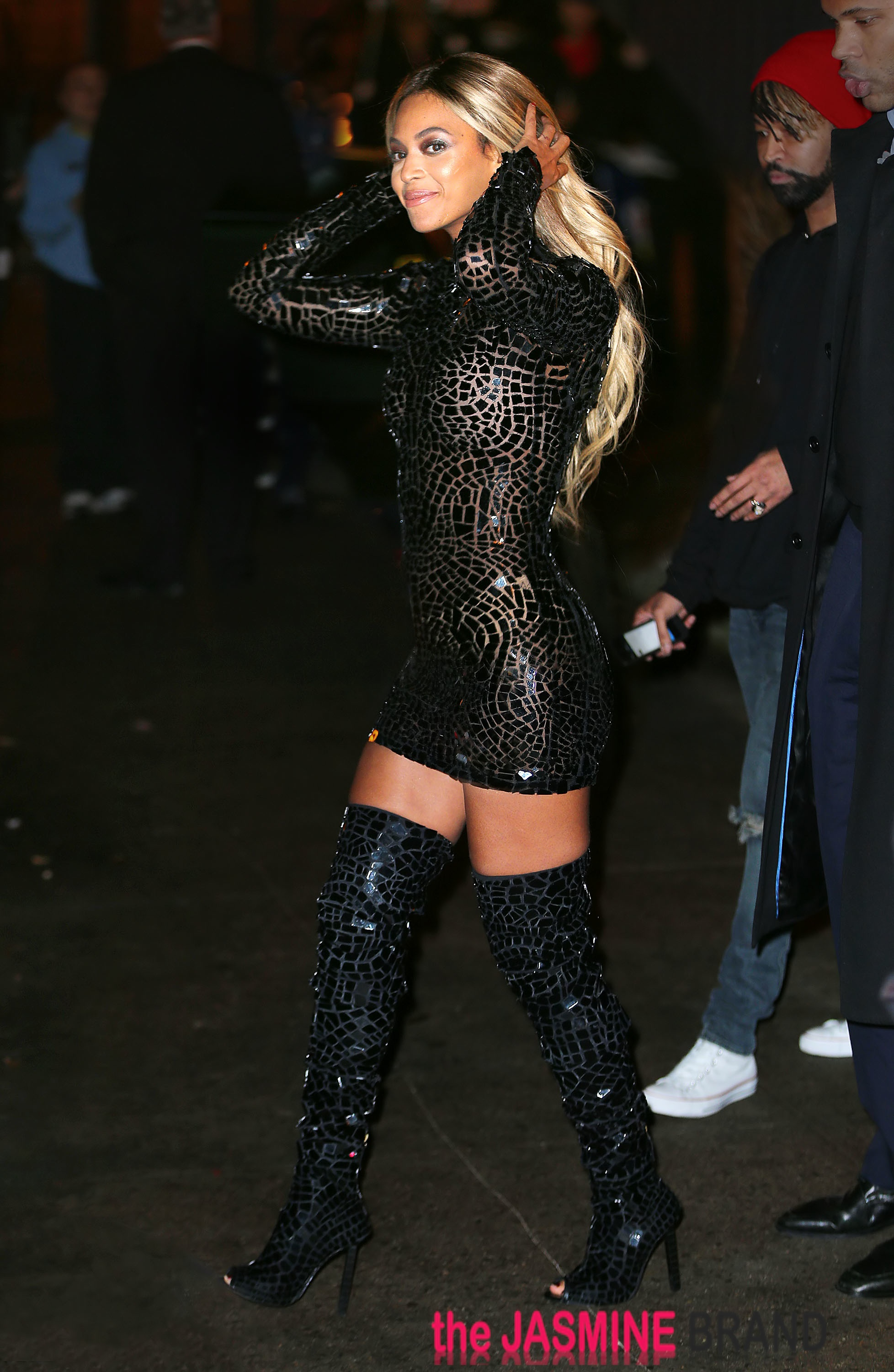 Beyonce Knowles shows off her curves and thin waistline when coming out of the SVA Theater in NYC