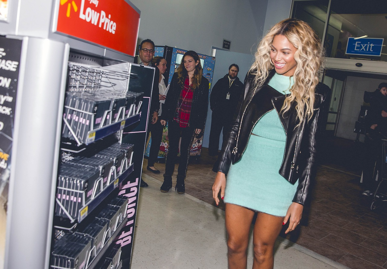 beyonce-visits walmart-gifts shoppers new album-the jasmine brand