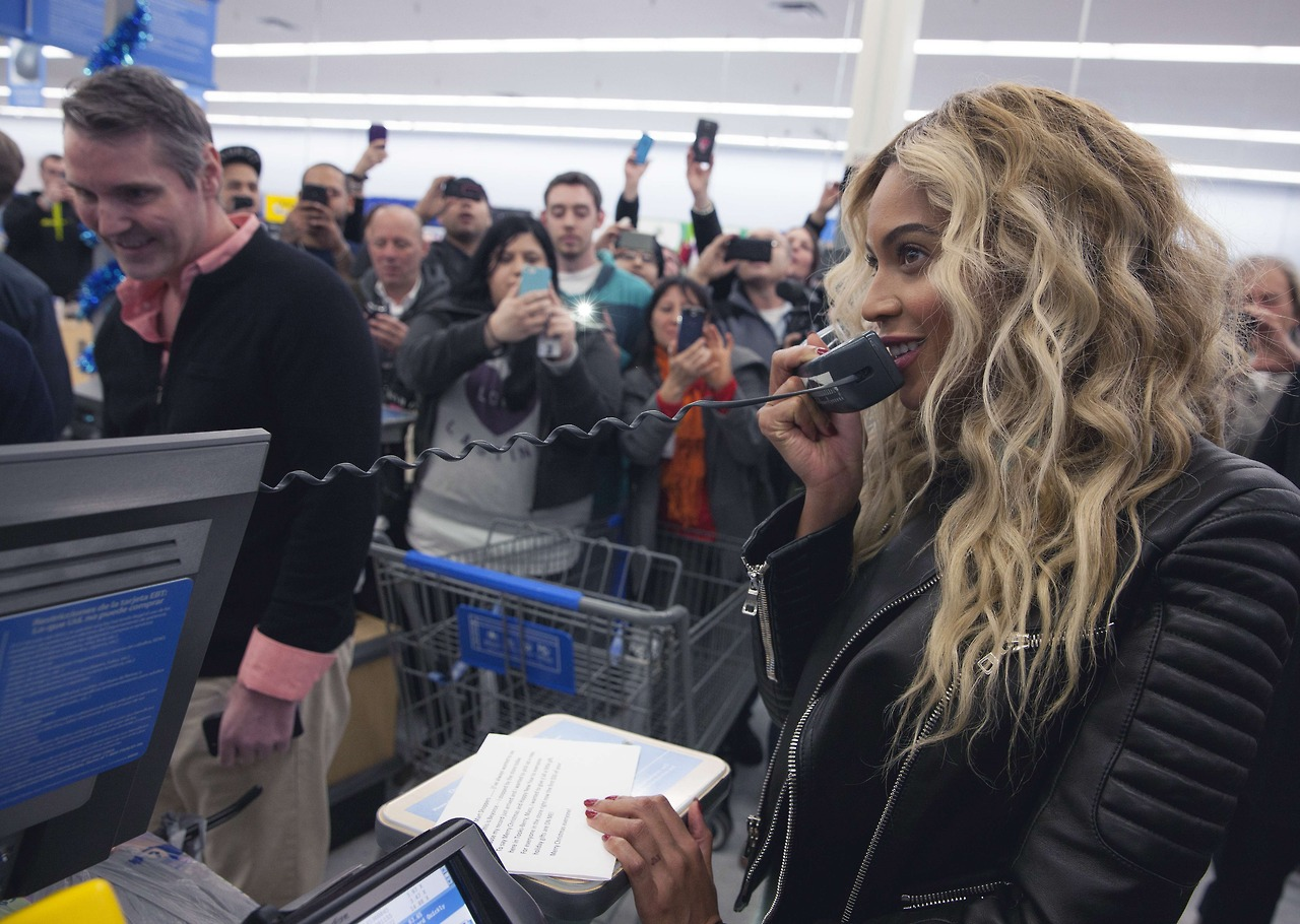 beyonce-visits walmart-gifts shoppers-the jasmine brand