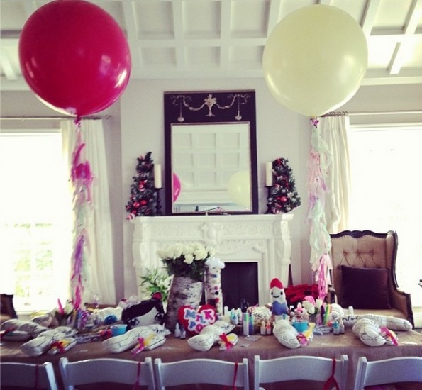 environment-diddy-twin daughters-princess theme birthday party-the jasmine brand