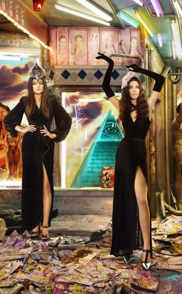 Kendall-Kylie-Jenner-2013-Christmas-Card-The Jasmine Brand