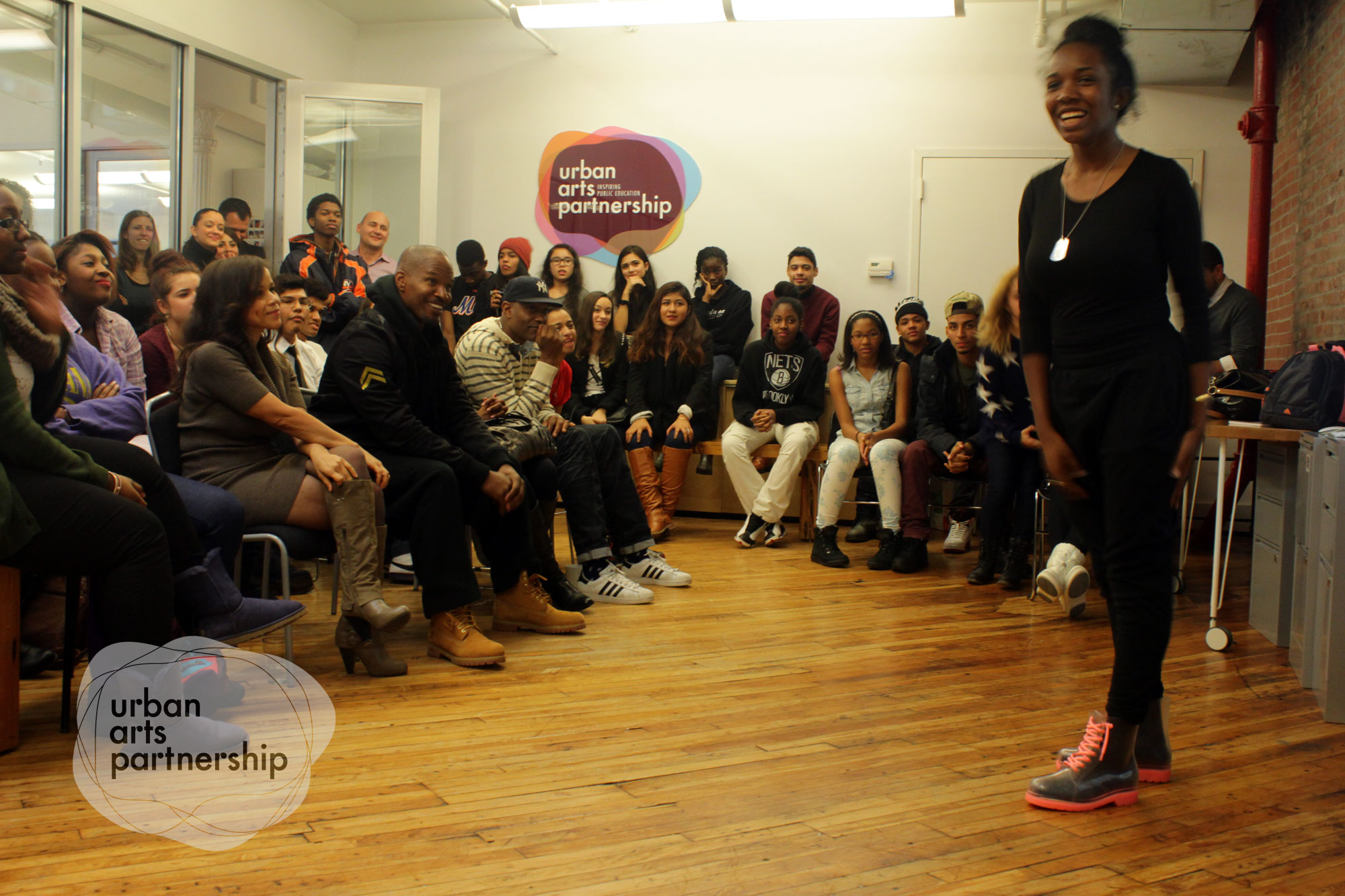 i-jamie foxx-rosie perez-speaks to students-urban arts partnership-the jasmine brand