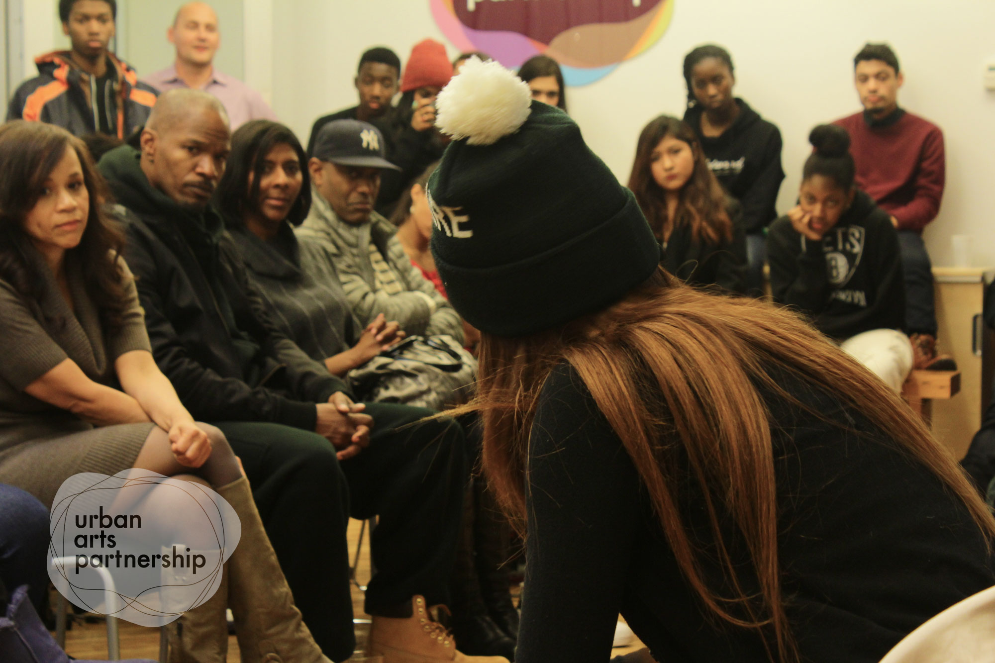 jamie foxx-rosie perez-speaks to students-urban arts partnership-the jasmine brand