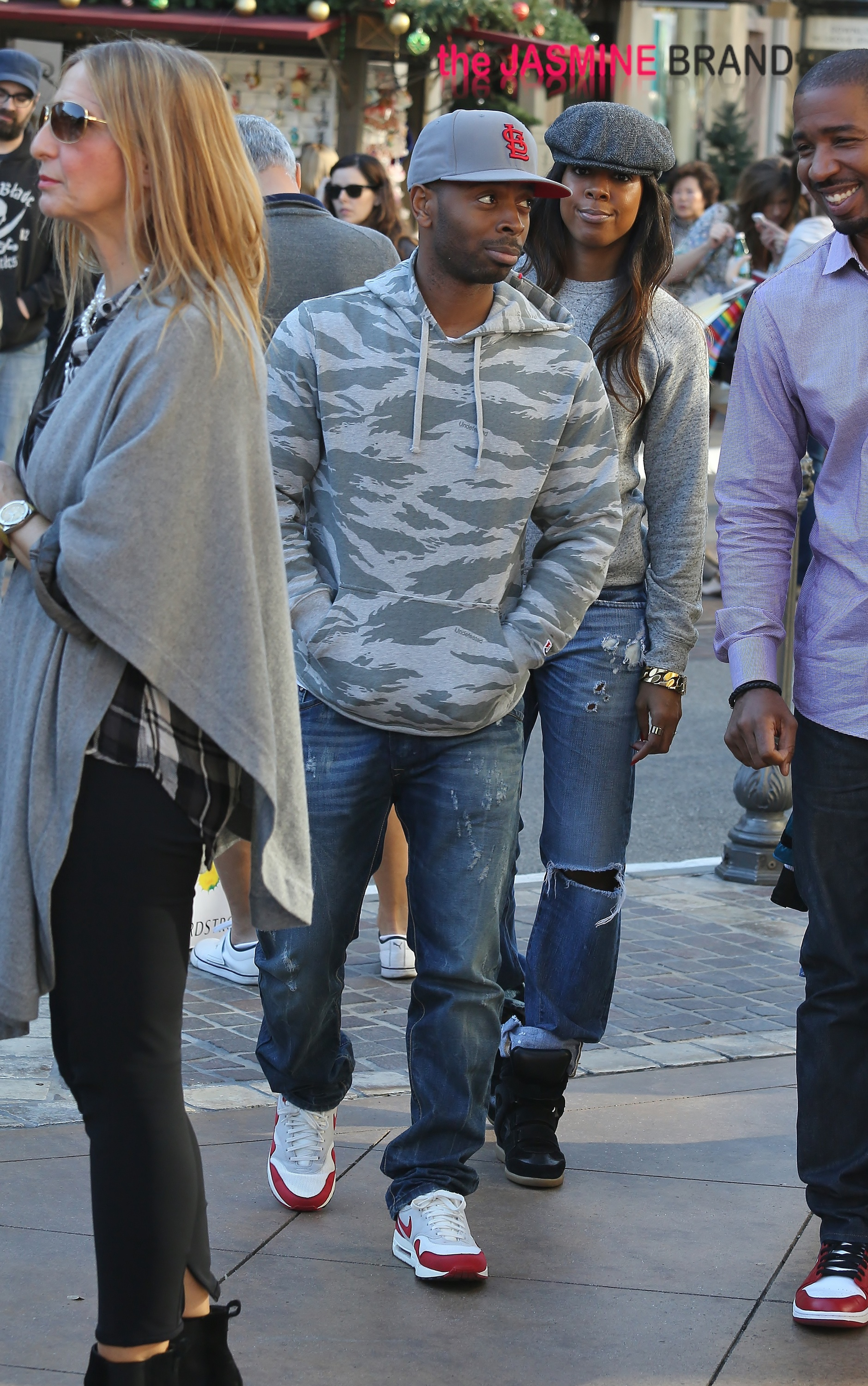Kelly Rowland and boyfriend Tim Witherspoon shop at The Grove in West Hollywood, California